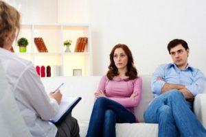 مشاوران خانوادگی آویژه در راستای بهبود نظام خانواده تلاش میکنند.